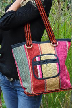 Sac a main en tissage andin