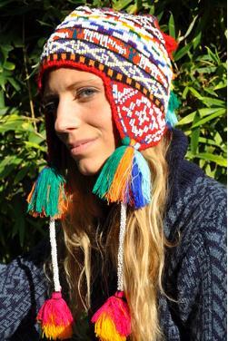 Bonnet péruvien ou chullo d'Ocongate incrusté des perles.