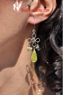 Boucles d'oreilles en pierre serpentine.