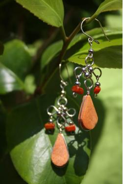 Boucles d'oreilles en pierre jaspe rouge.
