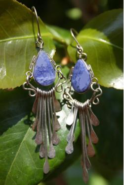 Boucles d'oreilles Tikca - en pierre lapis-lazuli.