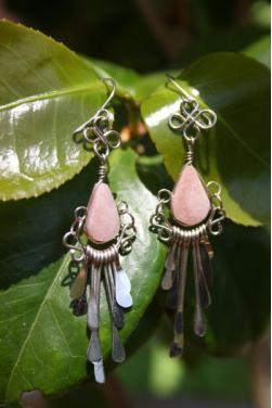 Boucles d'oreilles Tikca - en pierre quartz rose.