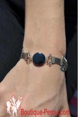 Bracelet avec pierre onyx.