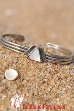 Bracelet avec coquillage en Nacre.