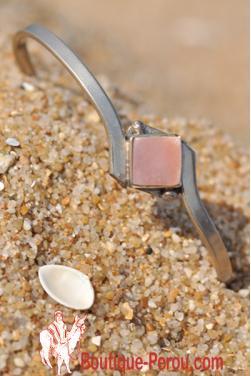 Bracelet avec pierre.