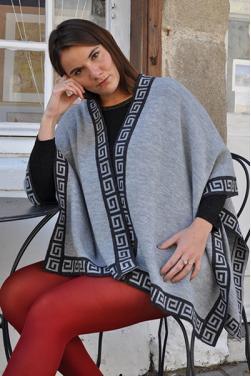 Cape gris clair en laine d'alpaga