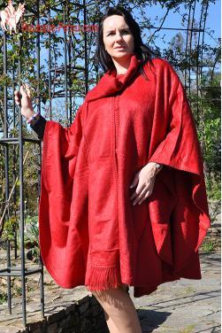 Manteau cape de couleur rouge indien