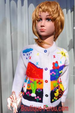 Veste enfant de couleur blanc avec des motifs fait main.