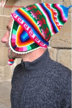 Le nom d'origine du bonnet péruvien est « chullo » se prononce (Tchoulio). Bonnet péruvien homme arc en ciel bleu