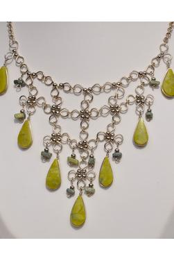 Collier Nusta en Serpentine.