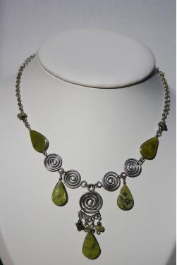 collier Nazca pierre serpentine