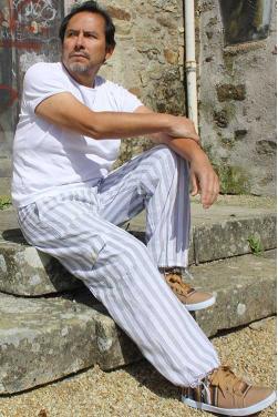 Pantalon peruvien blanc.