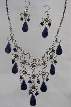 Parure collier et boucles d'oreilles en lapis-lazuli