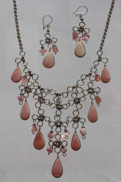 Parure collier et boucles d'oreilles en quartz rose