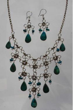 Parure collier et boucles d'oreilles en turquoise