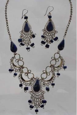 Ensemble de bijoux assortis en pierre lais-lazuli