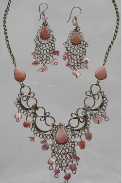 Ensemble de bijoux assortis en quartz rose