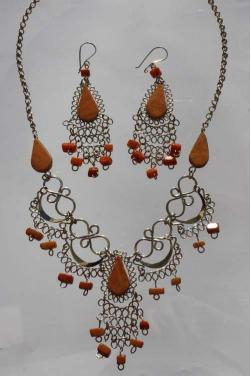 Ensemble de bijoux assortis en jaspe rouge