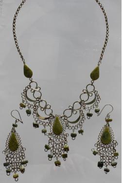 Ensemble de bijoux assortis en serpentine