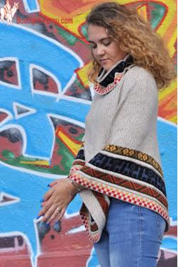 Poncho femme-court Pachamama beige des Andes.