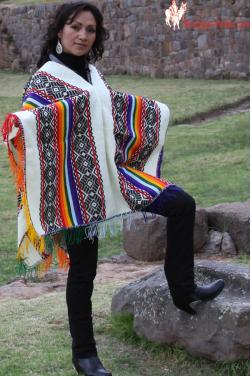 Poncho femme blanc .