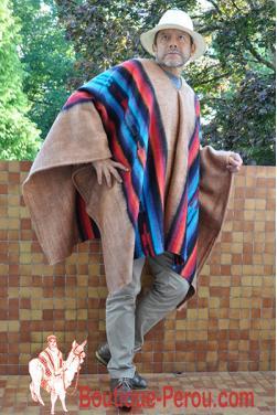 Poncho péruvien beige en laine d'alpaga