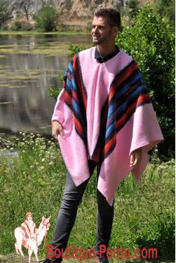 Poncho péruvien alpaga rose de Lima. C'est une pièce unique