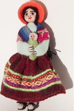 Grande poupée péruvienne multicolore