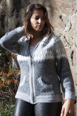 Cardigan gris intermediaire en laine.