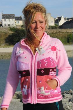 Veste adulte de couleur rose avec des motifs fai main.