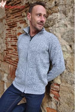 Veste gris clair en laine d'alpaga.