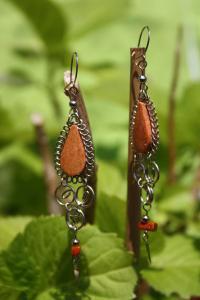 Boucles d'oreilles modèle warmi en jaspe rouge.