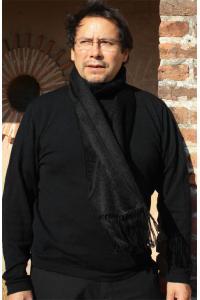 Echarpe en laine d'alpaga couleur noir.