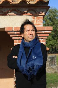 Echarpe longue en laine d'alpaga couleur bleu.