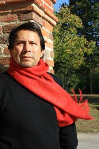 Echarpe en laine d'alpaga couleur rouge.