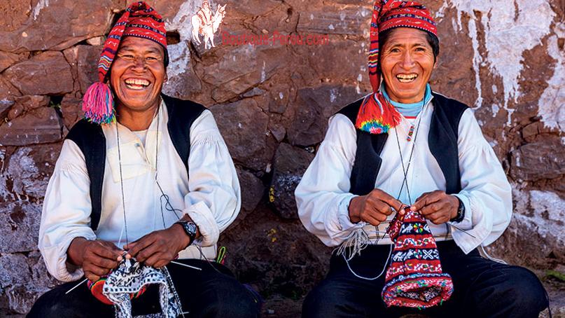 Hommes-de-Taquile-tricote-bonnet-peruvien